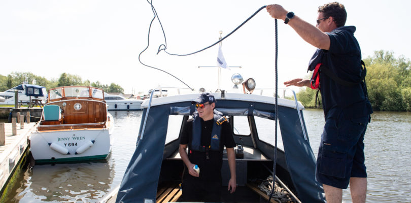 river speed limits - hire boat users casting off